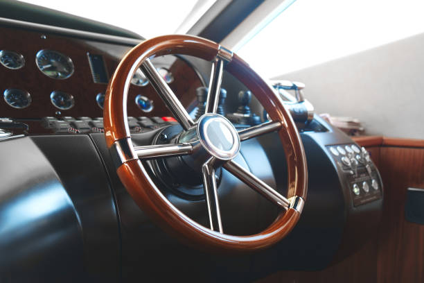 steering wheel on a luxury yacht. - ster fragment pojazdu zdjęcia i obrazy z banku zdjęć