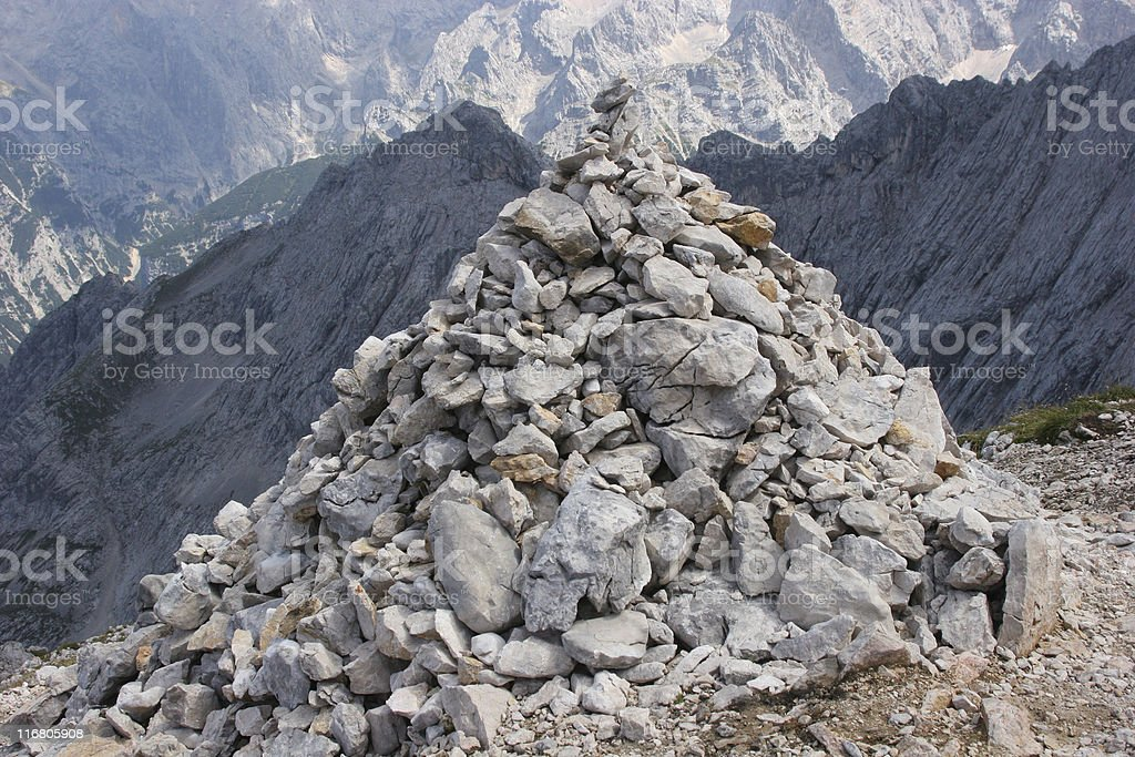 Steinmännchen in den Alpen nahe Alpspitz-Gipfel im Wettersteingebirge royalty-free stock photo