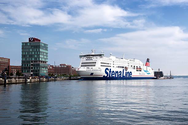 stena line-fähre im hafen von kiel, deutschland - kiel stock-fotos und bilder