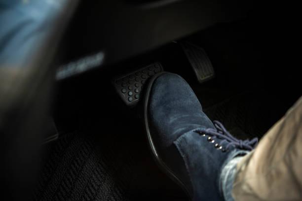 踩上汽車制動器 - 剎車制 個照片及圖片檔