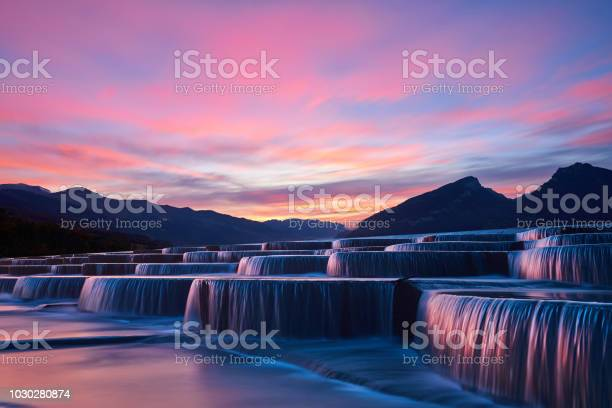 Stepped Waterfall Group At Sunrise - Fotografias de stock e mais imagens de Ao Ar Livre