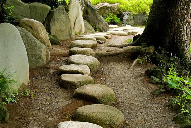 stepping stone - der nächste schritt stock-fotos und bilder