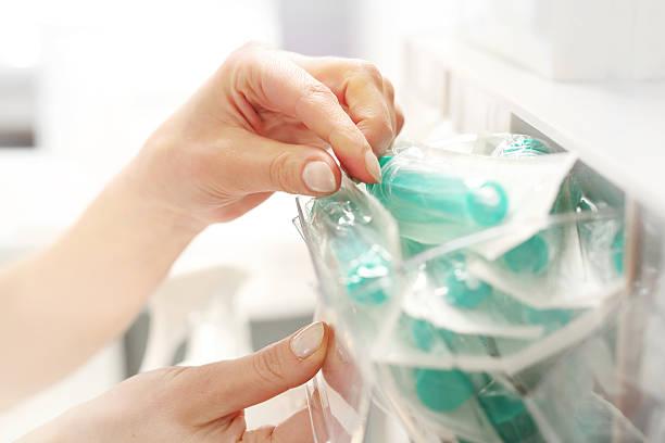 sterile syringe - sjukvårdsrelaterat material bildbanksfoton och bilder