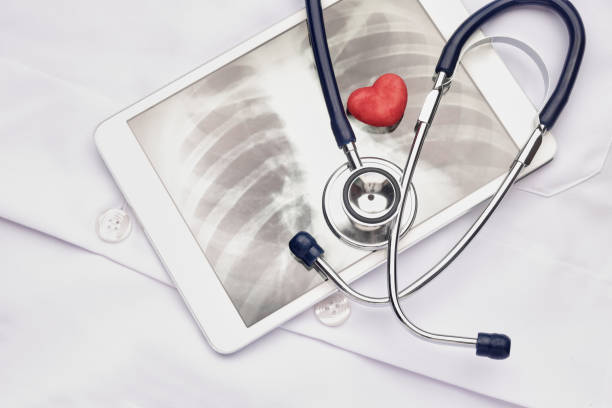Stethoscope and digital x-ray image – Foto