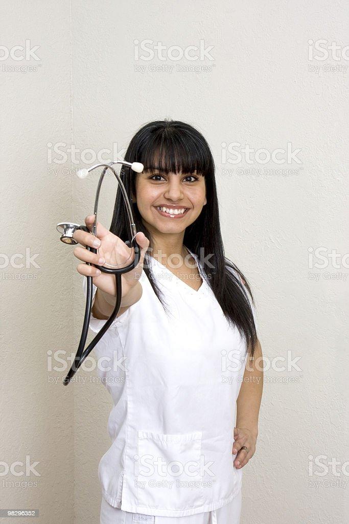 Stetoscopio e ispanica infermiere foto stock royalty-free
