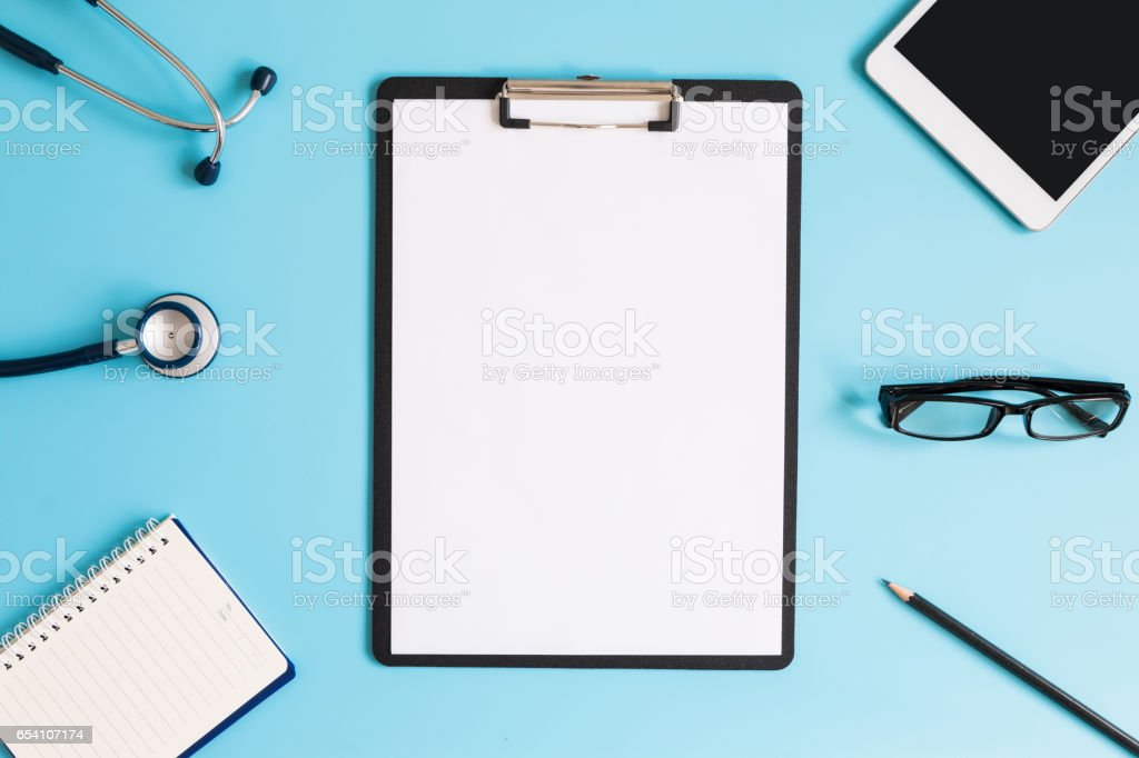 Stethoskop auf Ärzte Schreibtisch – Foto
