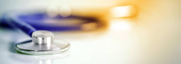 Stethoskop des Arztes für Gesundheits-Checkup-Krankheit, Medizinische Gesundheitskrankheit oder gesundheitsmedizinisches Labor Hintergrundkonzept – Foto