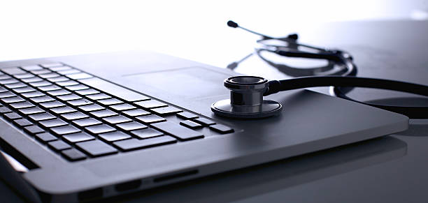Stethoskop auf laptop – Foto