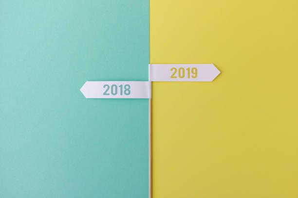 stick met vlaggen weergegeven: 2018 en 2019 - 2018 stockfoto's en -beelden