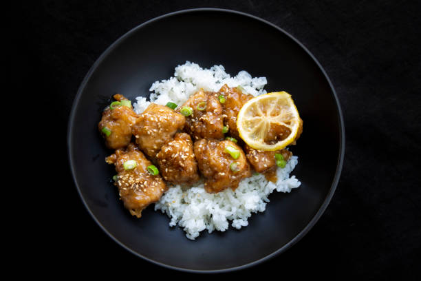 Klibbig kinesisk citron kyckling bildbanksfoto