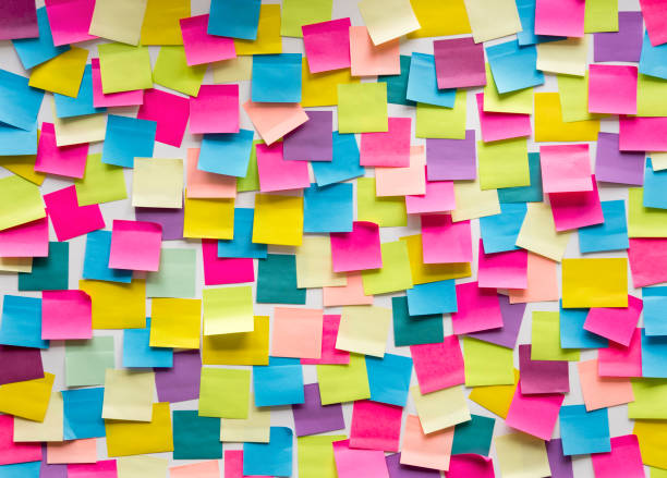 sticky note post it board office - post it foto e immagini stock