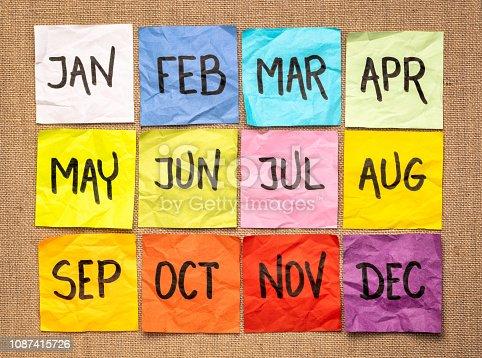 istock sticky notes calendar 1087415726