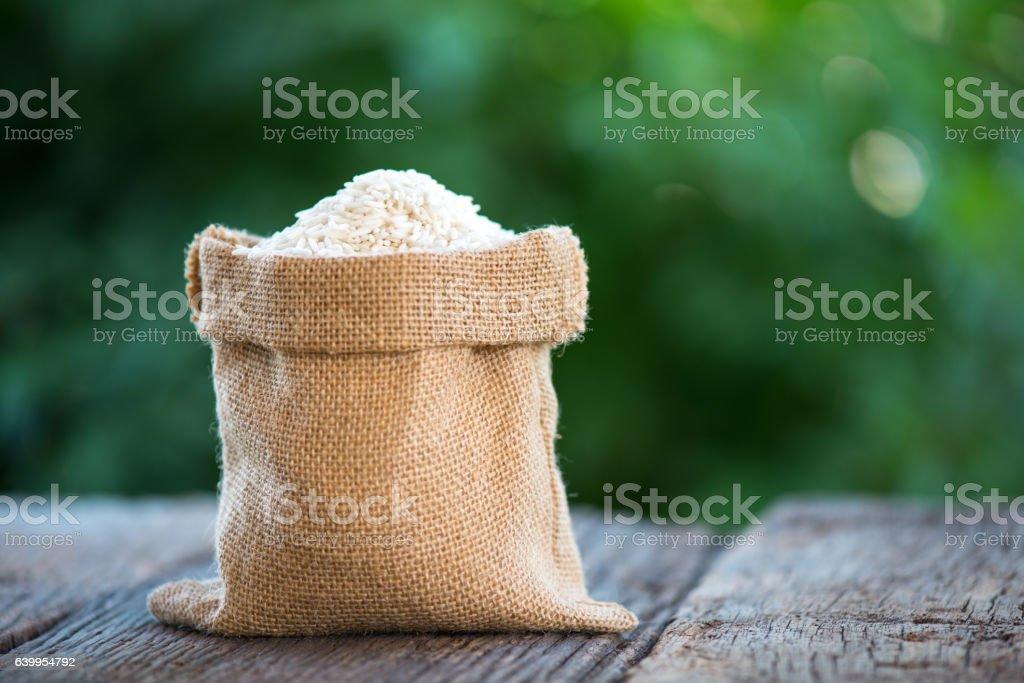 sticky rice in brown hemp sack - foto de stock