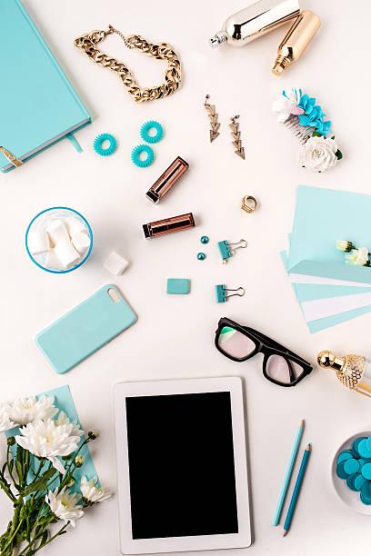 De vida de moda mujer, azul objetos sobre blanco - foto de stock