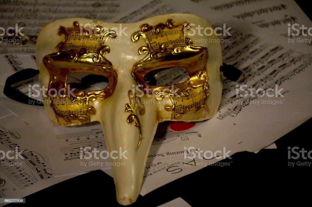 靜物︰ 劇場面具和音樂。 免版稅 stock photo