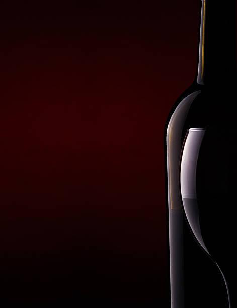 Stillleben mit einer Flasche und einen goblet – Foto