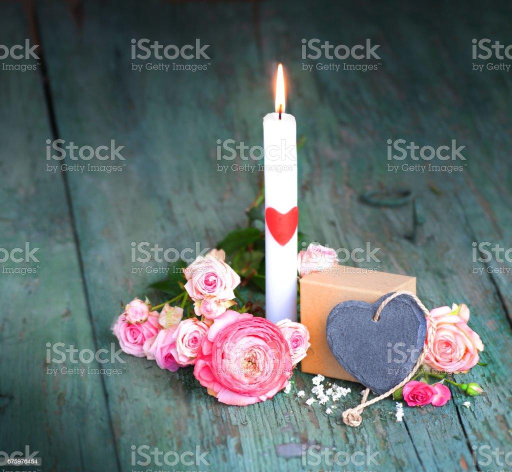 Stillleben mit einer Kerze für Muttertag – Foto