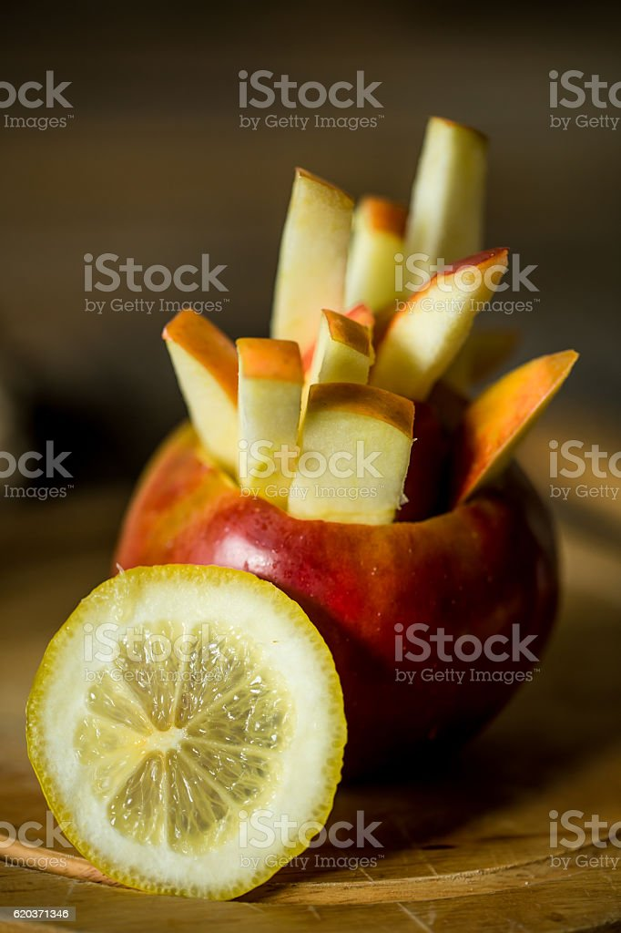 still life with apples on wooden background zbiór zdjęć royalty-free