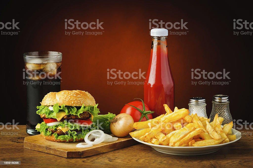 Stillleben mit hamburger Menü – Foto