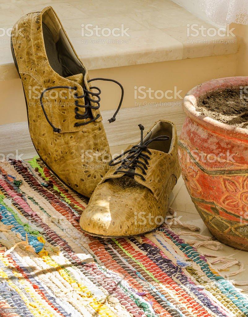 Con Zapatos de vida hombre - foto de stock