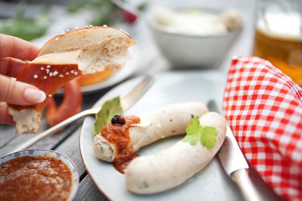 stillleben mit weißwurst - bavaria porzellan stock-fotos und bilder