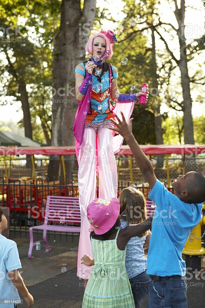 stiltwalker  at an amusement park royalty free stockfoto