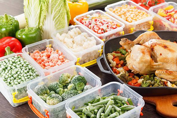 frite legumes congelados e assados - comida congelada - fotografias e filmes do acervo