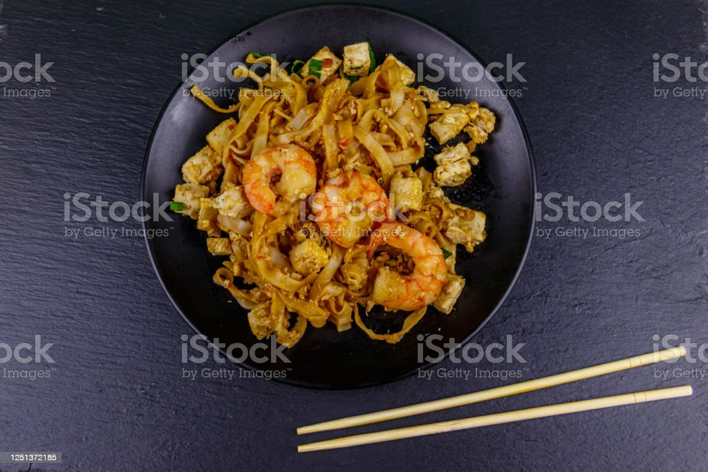stirfried rice noodles pad thai with prawns and tofu in a