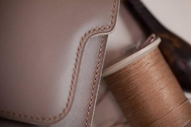 genähte ledertasche - detailliert stock-fotos und bilder