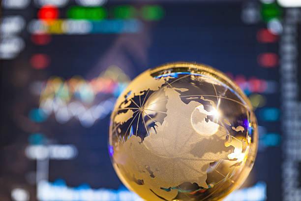 Banco de dados depois de ouro global de bola de cristal - foto de acervo