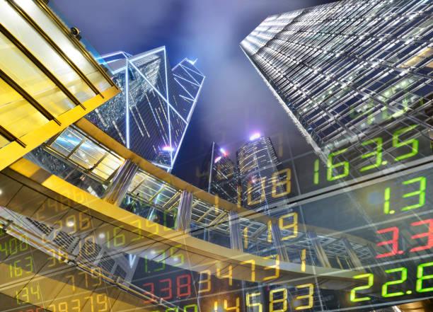 stock market exchange auf einem wolkenkratzer in hongkong - werkzeugbank stock-fotos und bilder