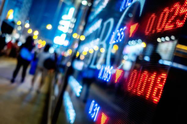 crecimiento del mercado de valores en pantalla - stock market fotografías e imágenes de stock