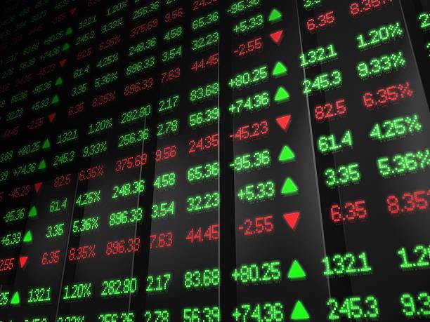 börse ticker in roten und grünen zone - kurstafel stock-fotos und bilder