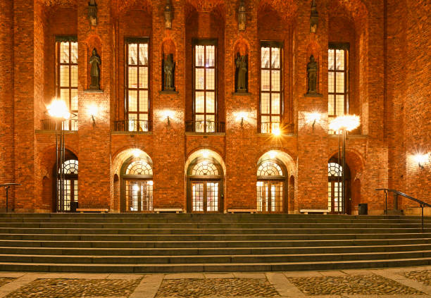 Fachada de la Corona del Ayuntamiento de Estocolmo - foto de stock