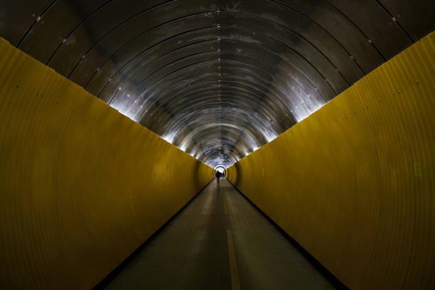 stockholms tunnelbana tunnel - tunnel trafik sverige bildbanksfoton och bilder