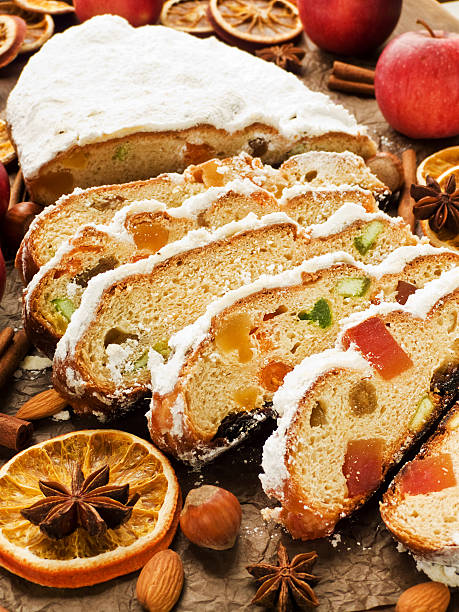 stollen - apfel marzipan kuchen stock-fotos und bilder