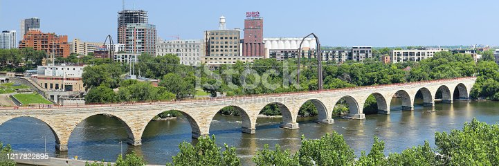 Panoramic day time view of the Stone Arch bridge crossing the Mississippi river (Minneapolis, Minnesota).