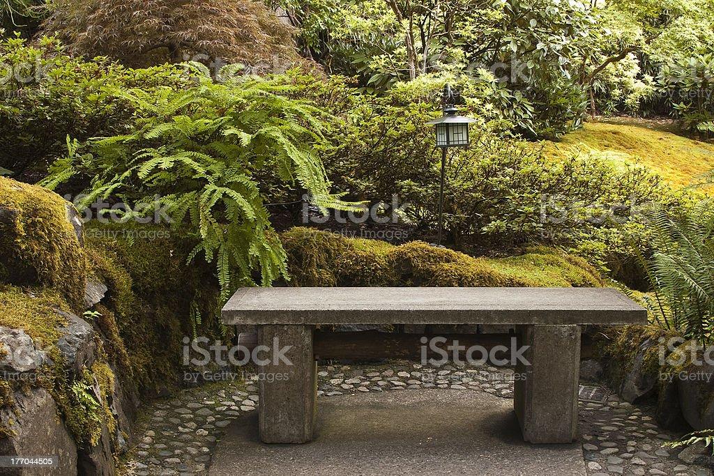 Photo de stock de Banc En Pierre Lanterne Et Mosses Dans Le Jardin ...