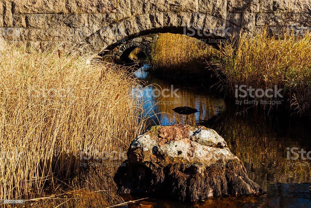Kamienny Most nad strumieniem zbiór zdjęć royalty-free