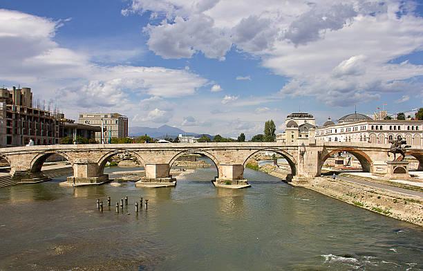 stone bridge - üsküp stok fotoğraflar ve resimler
