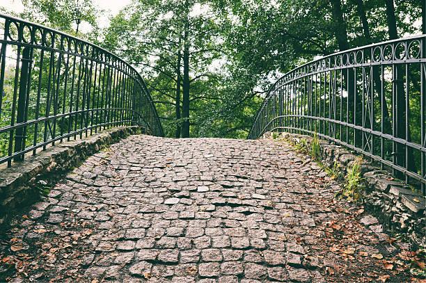 stone bridge  - dachschräge einrichten stock-fotos und bilder
