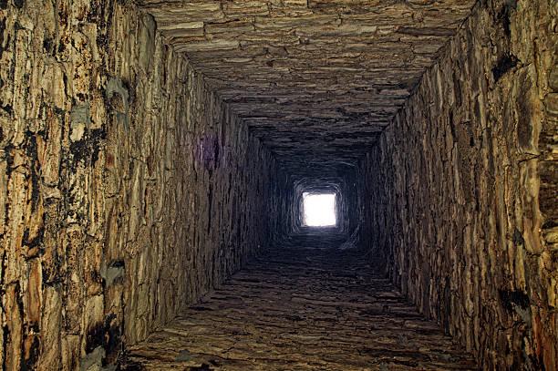 stone kamin - tunnelkamin stock-fotos und bilder