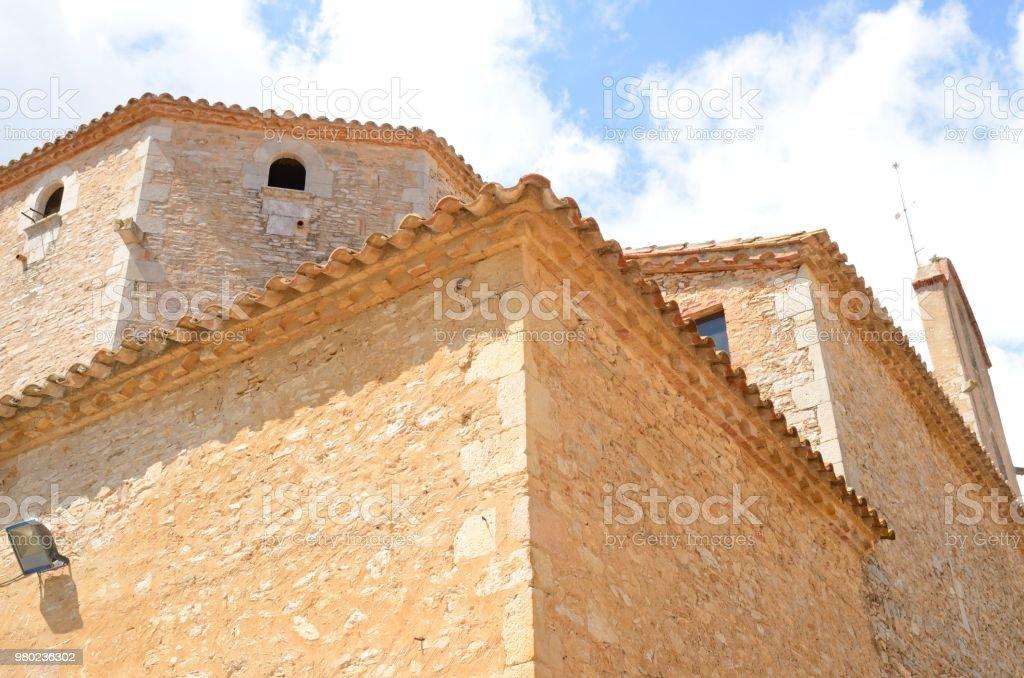 Iglesia de piedra en Begur - foto de stock