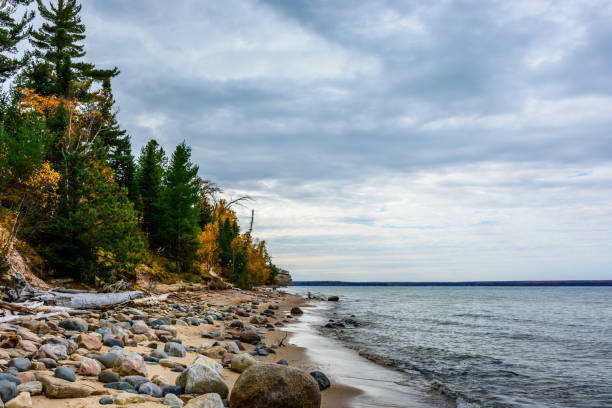 stone coast in pictured rocks national lakeshore - lakeshore stock photos and pictures