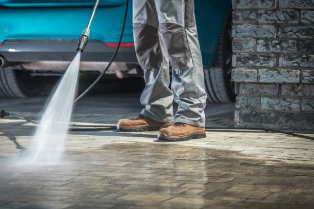 stone driveway cleaning - high pressure cleaning stock photos and pictures