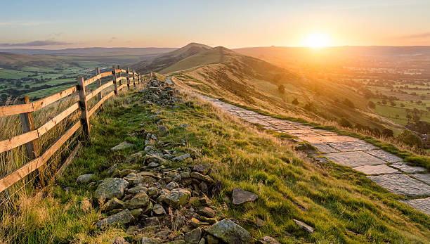 stone footpath along mountain ridge in peak district. - rural scene stock pictures, royalty-free photos & images
