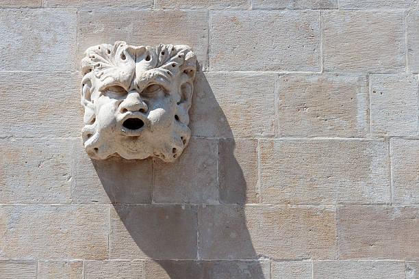 stone gargoyle figure - cro maske stock-fotos und bilder