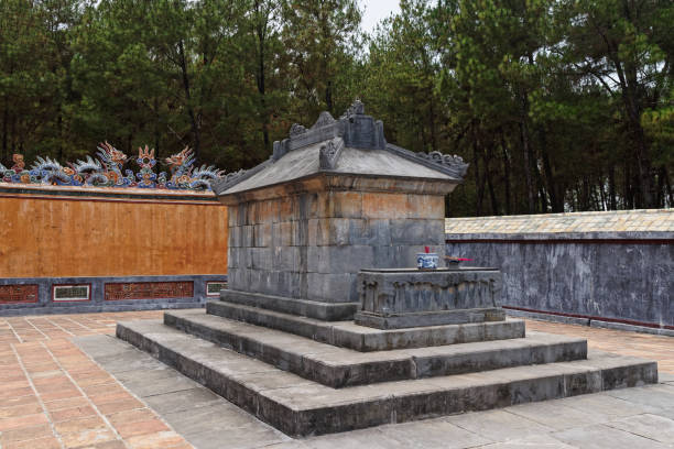 "Stone grave inside of Tu Duc royal tomb in Hue, Vietnam Stone grave inside of gravesite of the fourth emperor of the Nguyen dynasty ""Tu Duc"". This gravesite is located in the old imperial city in Hue, Vietnam khai dinh tomb stock pictures, royalty-free photos & images"