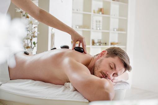 Stonemassage Stockfoto und mehr Bilder von Alternative Behandlungsmethode