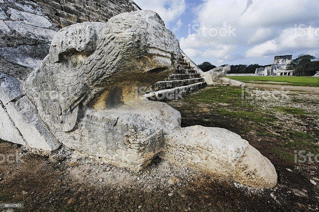 stone serpente El Castillo di Chichén Itzá foto stock royalty-free